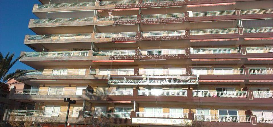 Ejecución de obra con andamio colgante por Pintura Industrial y Decorativa A. Barranquero Málaga